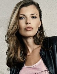 Kayla Oliveira