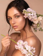 Makeup Artist Thea