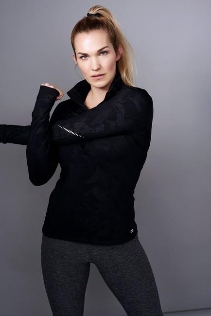 PH: Olivia Kohler | HMU: Leanna Ernest
