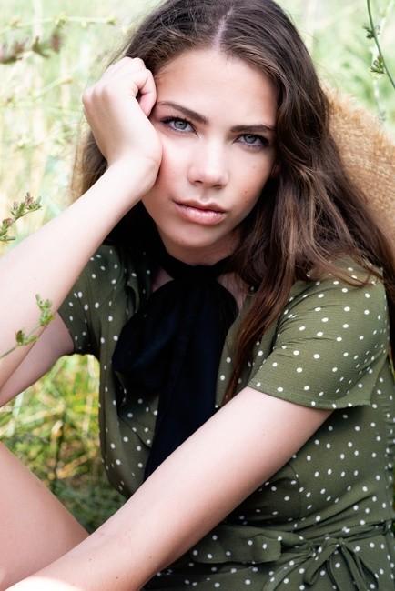 PH & STYL: Anna Komarov   HMU: Heather Busulovich