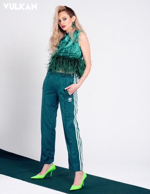 Vulkan Magazine   PH: Anna Komarov   H: Lindsey Olson   MU: Renata Dabrowska   Styling: Kate Loscalz