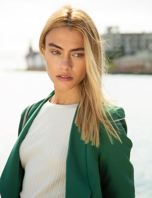 PH: Alex Pierce | HMU: Julieta Reineri | Stylist: Sarah Fern | Model: Greta Meyle