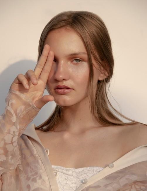 PH: Austin Fischer | HMU: Heather Busulovich | Stylist: Alaina Russell