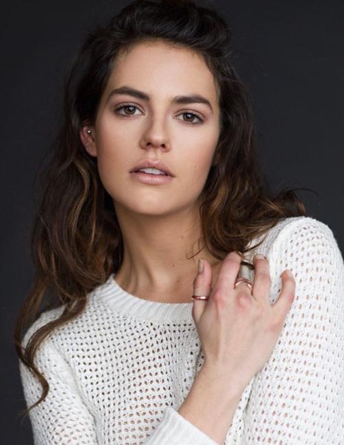 PH: Andrea Pascalau | Makeup and Hair: Alyssa Cruz
