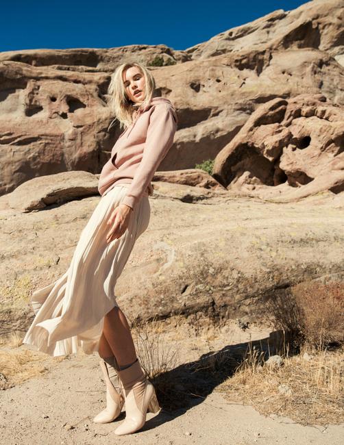 PH: Sami Drasin   HMU: Shannon Rasheed   Styling: Emilie Maslow