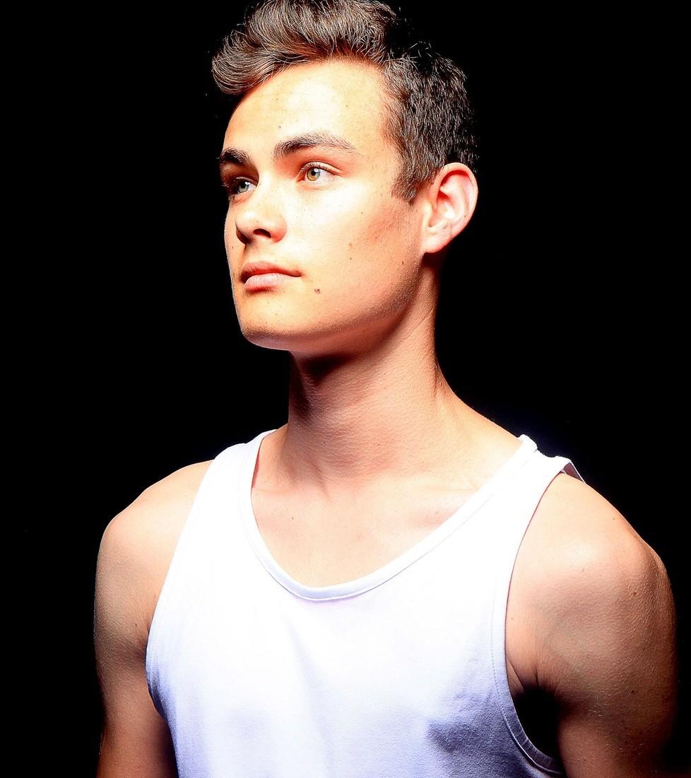 Nathan De.