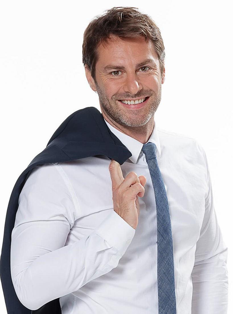 Nicolas R