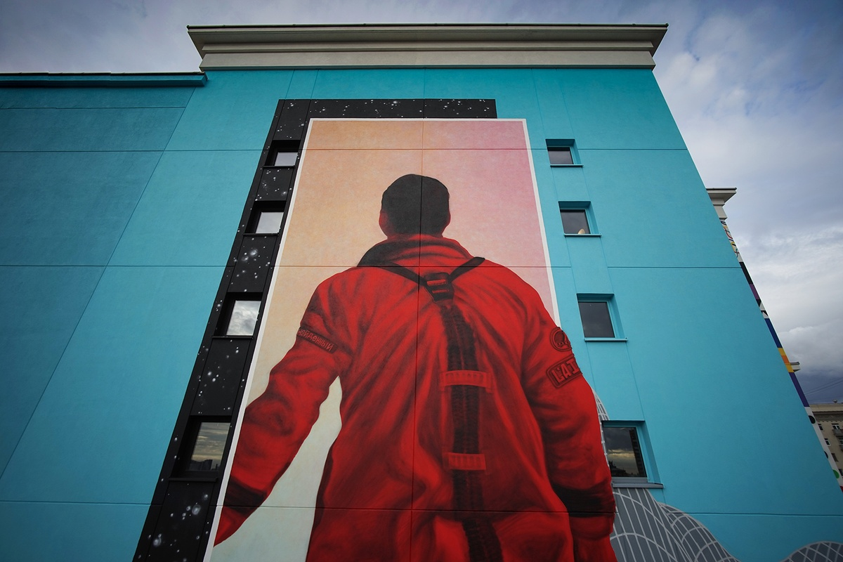 Rabi Adds to Mural Triptych at Moscow's