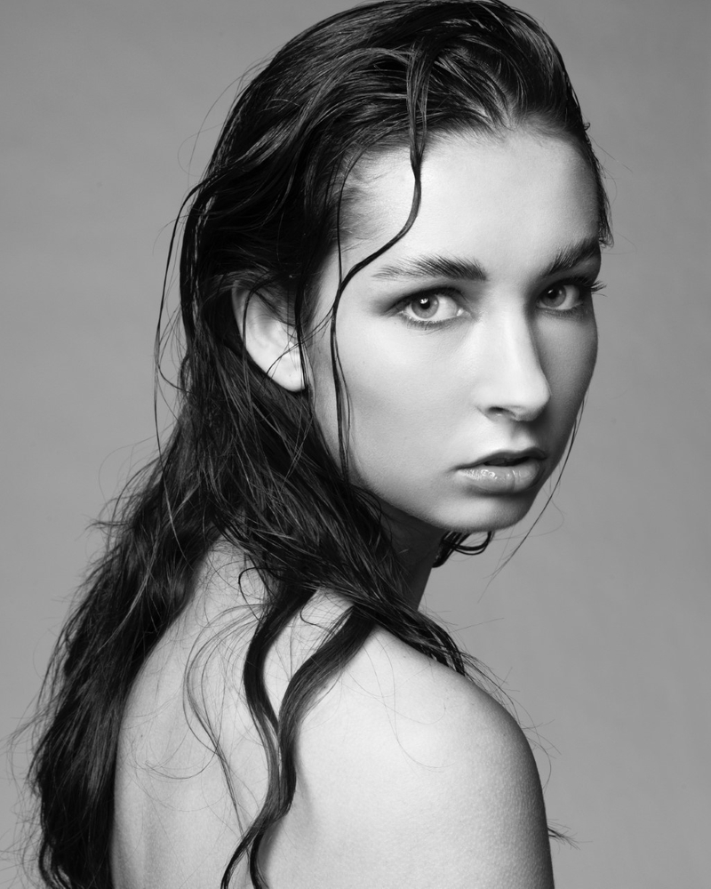 Bella Gray represented by The Tabb Agency