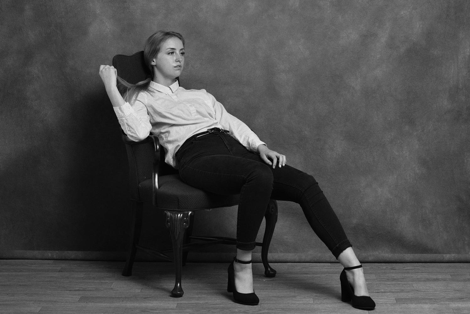 Harlea Robinson represented by The Tabb Agency