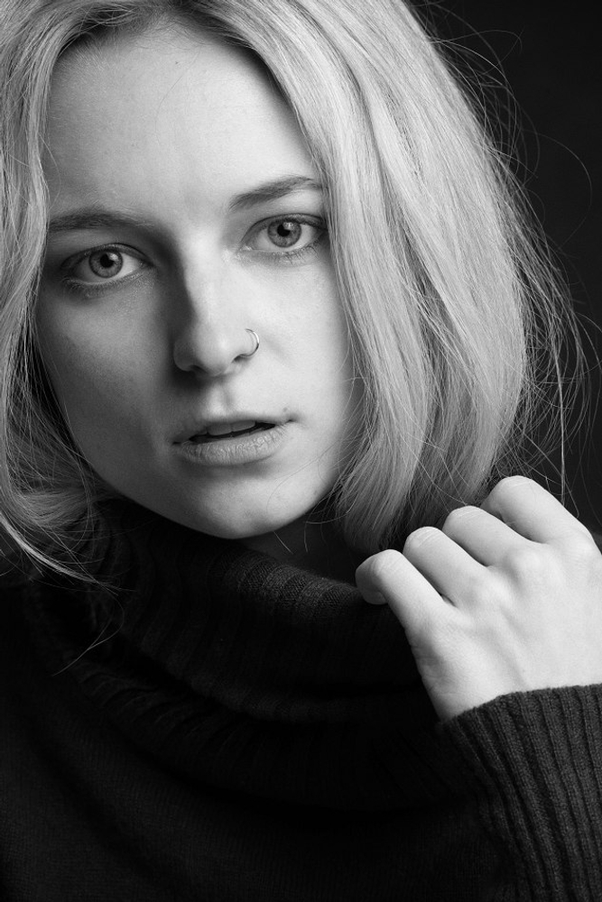 Lindsi Unsell represented by The Tabb Agency